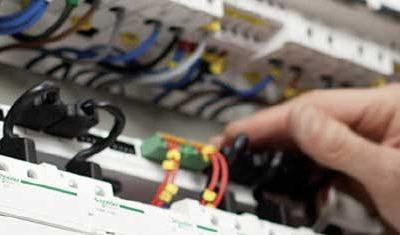 Fabrication de tableaux électriques